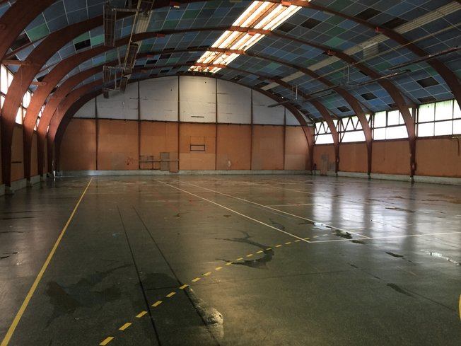 Débarras, nettoyage salle de handball, résidence de scouts